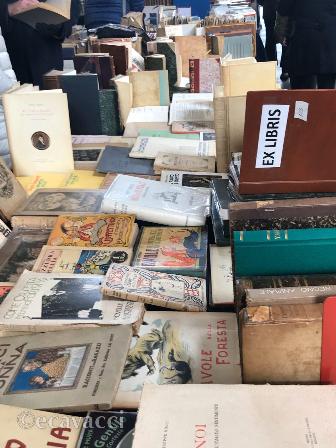 libri antichi in piazza Diaz a Milano