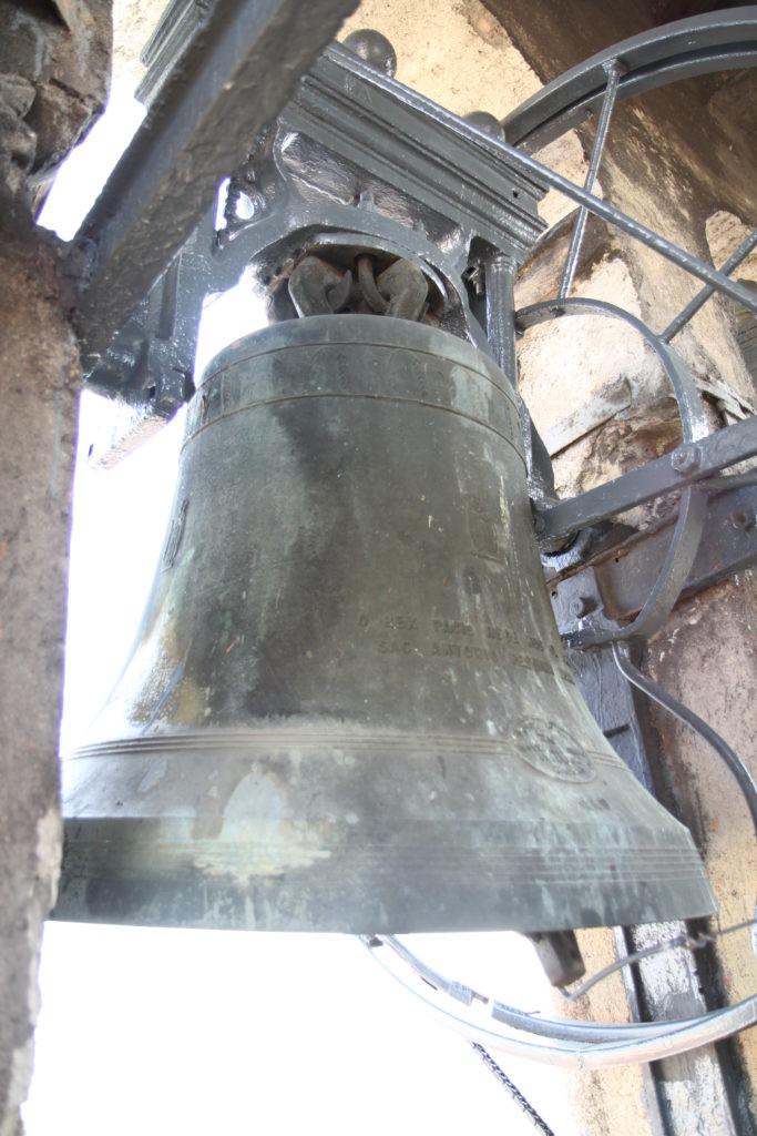 campana di una chiesa milanese dedita al suono ambrosian0