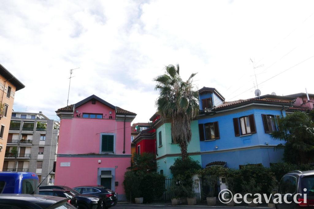 le case colorate di via lincoln a milano